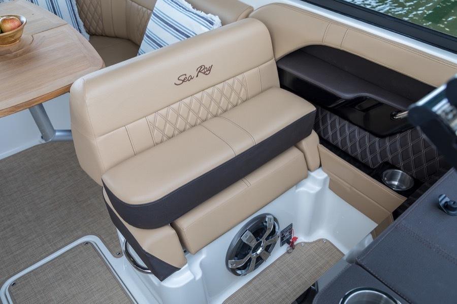 Sea Ray SLX 230 Bowrider: 23' & 13-person capacity | Bowriders for Sale