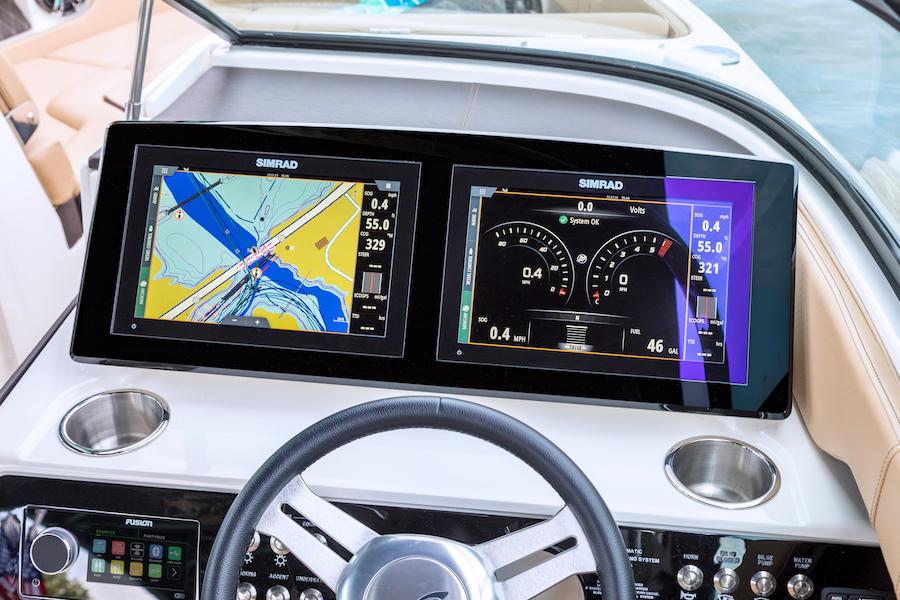 Sea Ray SLX 250 Luxury Bowrider: 25' & 380HP | Sea Ray Boats