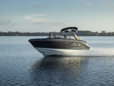 Sea Ray SLX 230 Bowrider: 23' & 13-person capacity