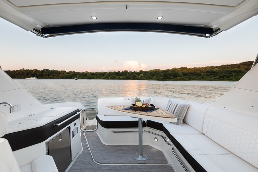 Meet The New Sea Ray Sundancer 320 32 Luxury Cabin Cruiser